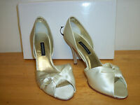 Caparros Store Display Model Womens Italia Ivory Heels 8 M Shoes
