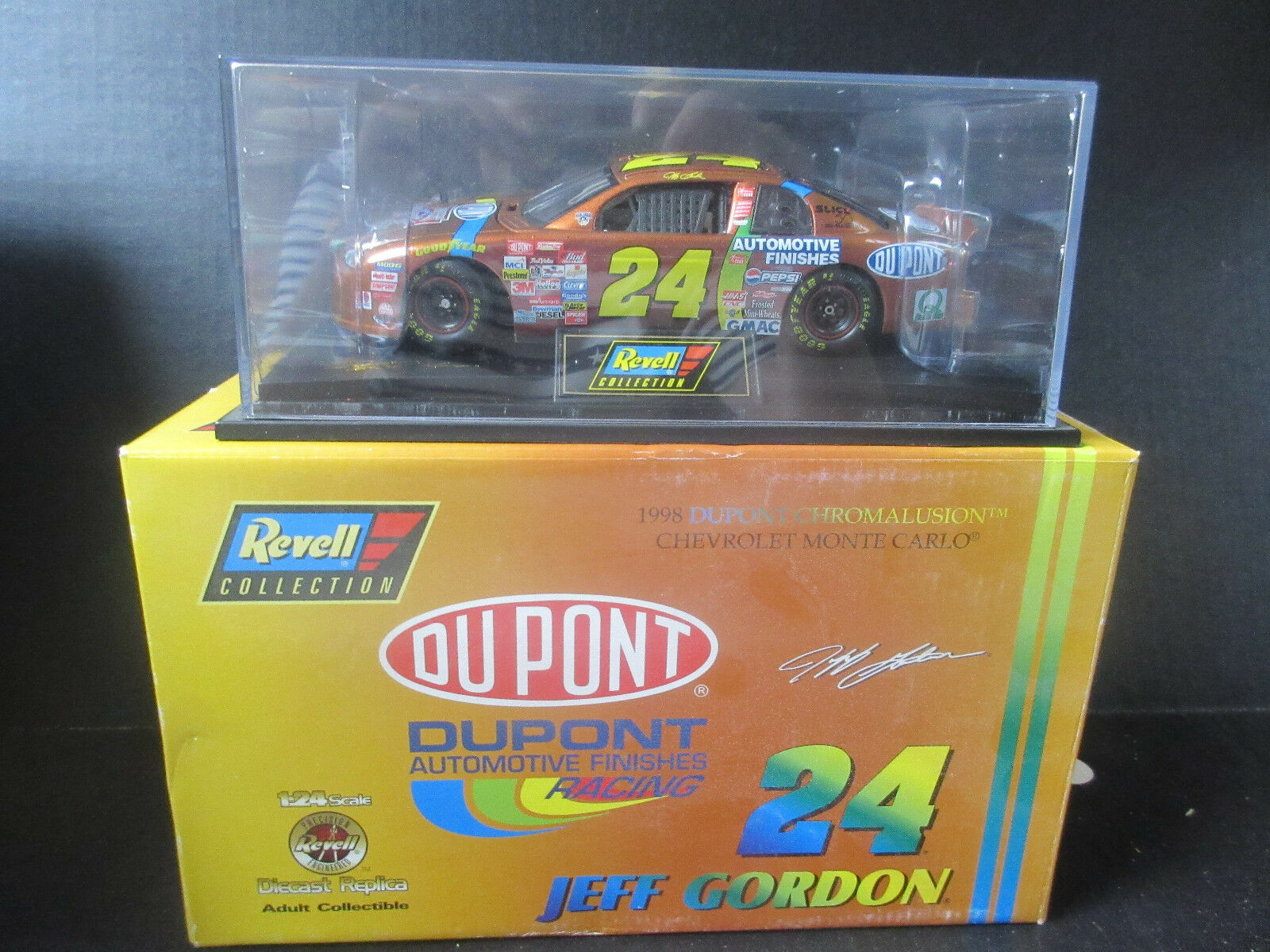 1998 REVELL  24 Jeff Gordon-Dupont 1 24th Scale NASCAR