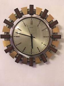 Vintage-Retro-1970-039-s-Metamec-Sunburst-Quartz-Wall-Clock-Mid-Century-Wood-Brass