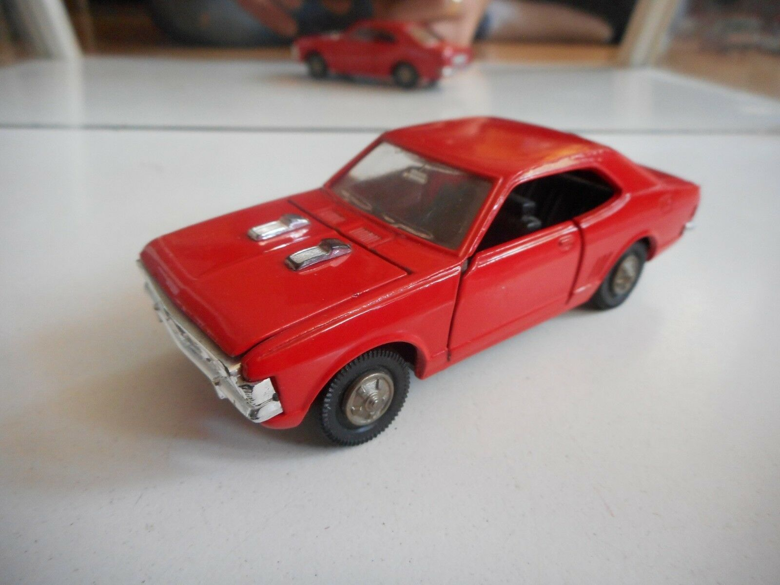 Yonezawa Toys Diapet Mitsubishi Galant Hardtop + Hood scoops in rojo on 1 40