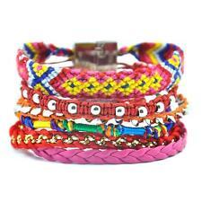 Bracelet brésilien tendance . Fermoir magnétique