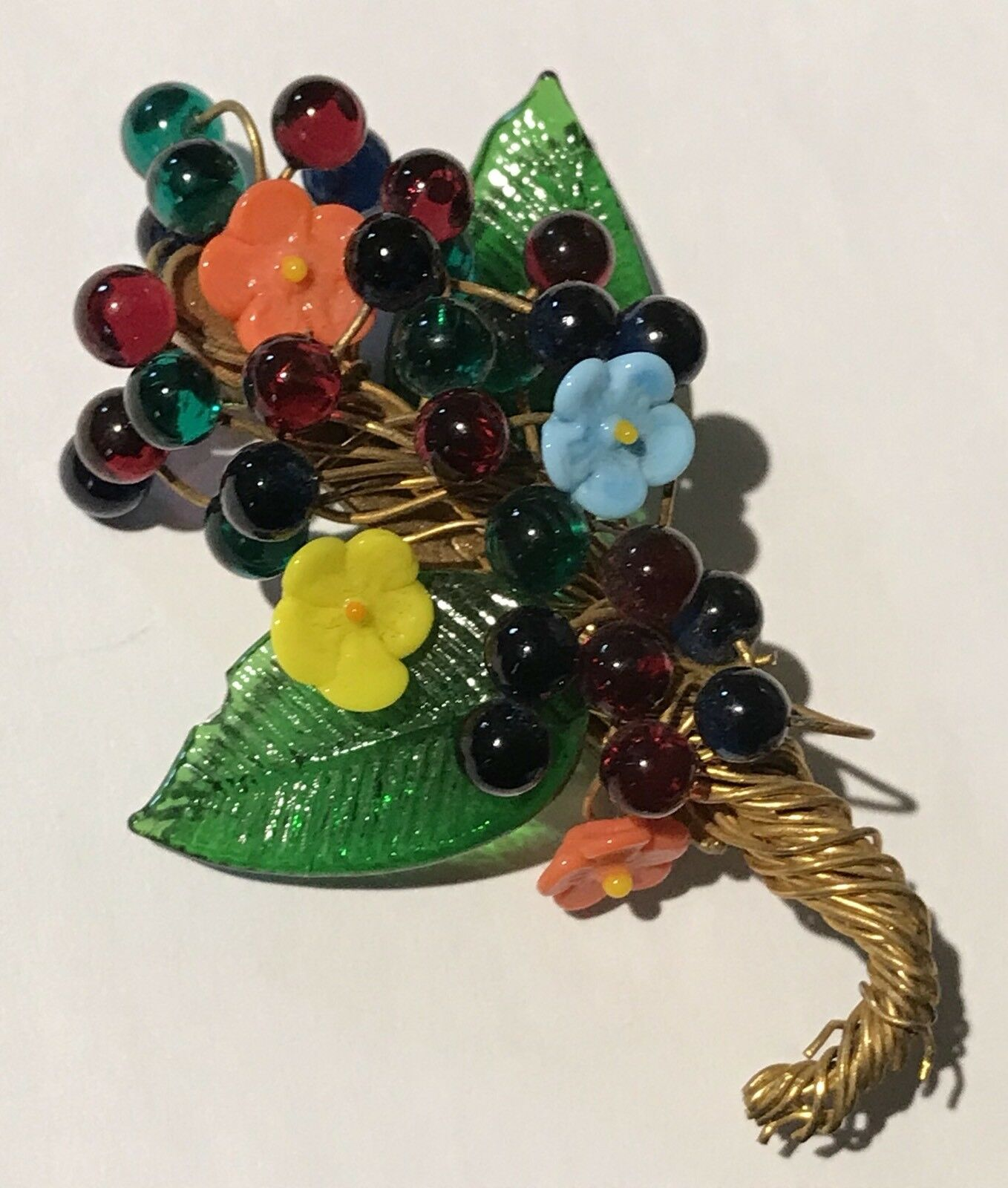 VINTAGE DIMENSIONAL gold TONE COLORFUL GLASS FLOWER BOUQUET PIN BROOCH