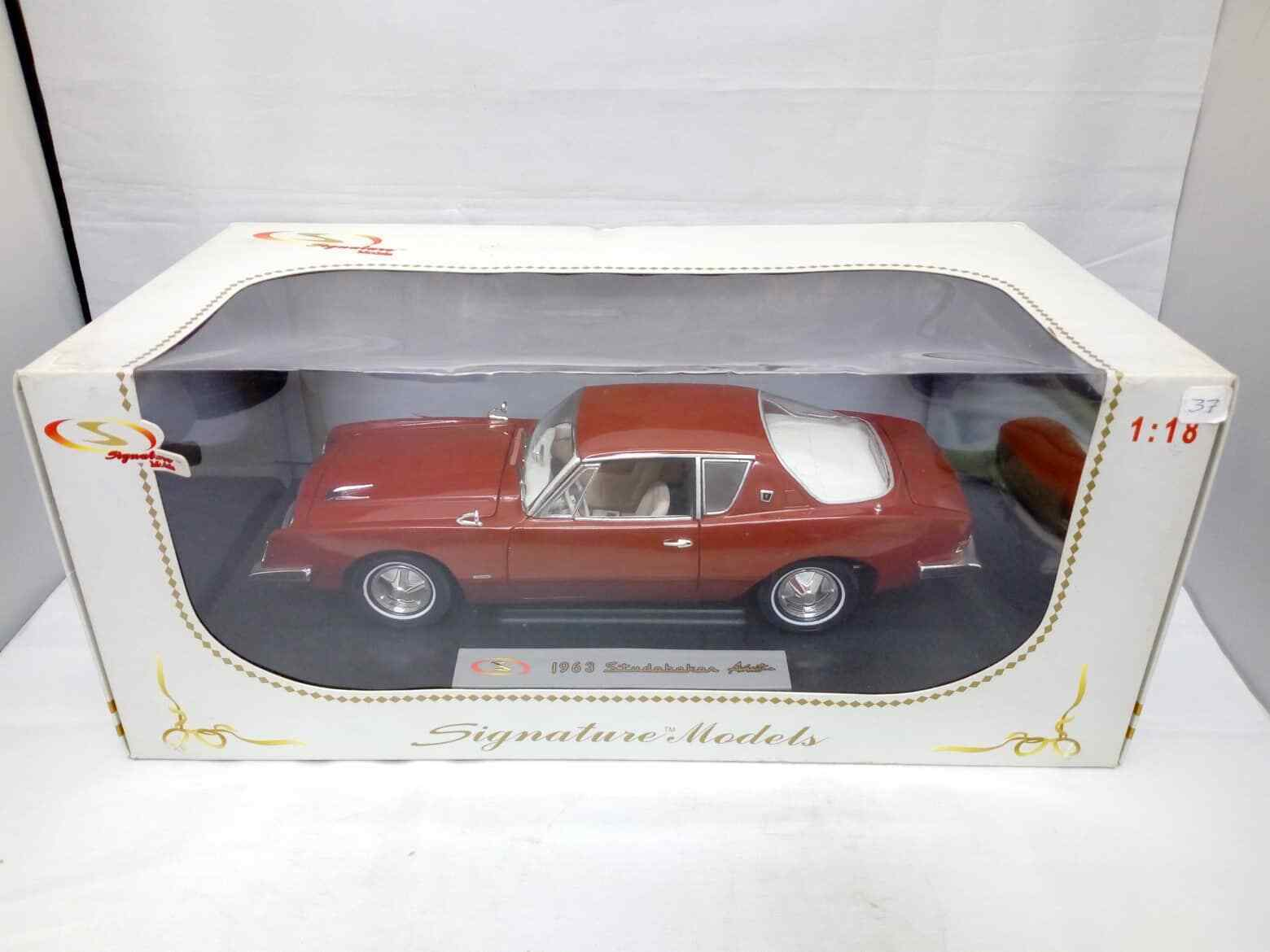 Signature Diecast Model 1963 Studebaker Avanti  1 18 Scale rot 18101