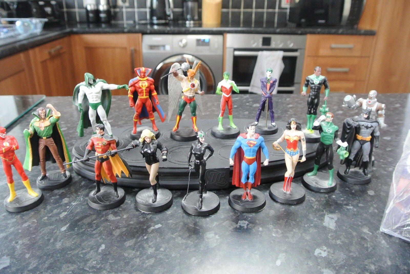 Eaglemoss DC Lead Lead Lead Figures Batman Wonderwoman Superman etc x 17 with display base 449745