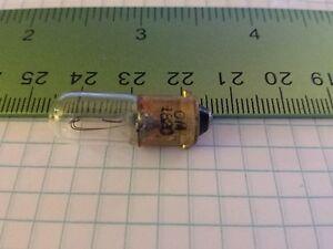 2x-1820-Lamp-Mini-Bulb-Miniature-28-volt-For-AUTO-RADIO-AND-MORE-NEW-amp-FAST