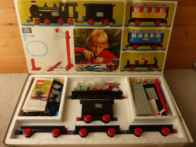 LEGO 182 Train set in original box with instructions 4.5V from 1975