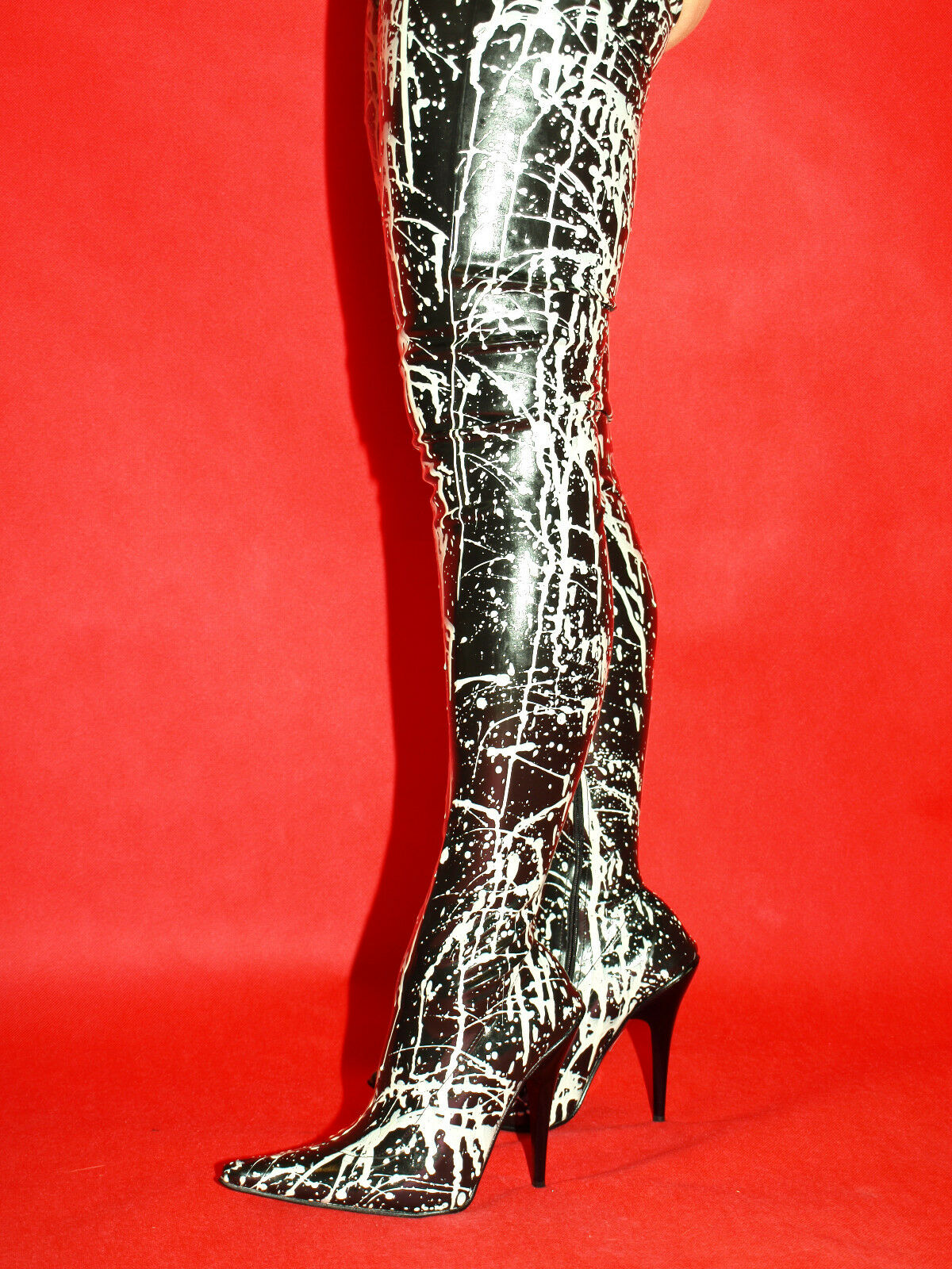 BLACK-WHITE LATEX RUBBER HIGH BOOTS SIZE 6-16 HEELS-5,5