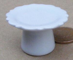 Discipliné 1:12 Scale 3.5cm Diameter White Ceramic Cake Stand Dolls House Accessory W52