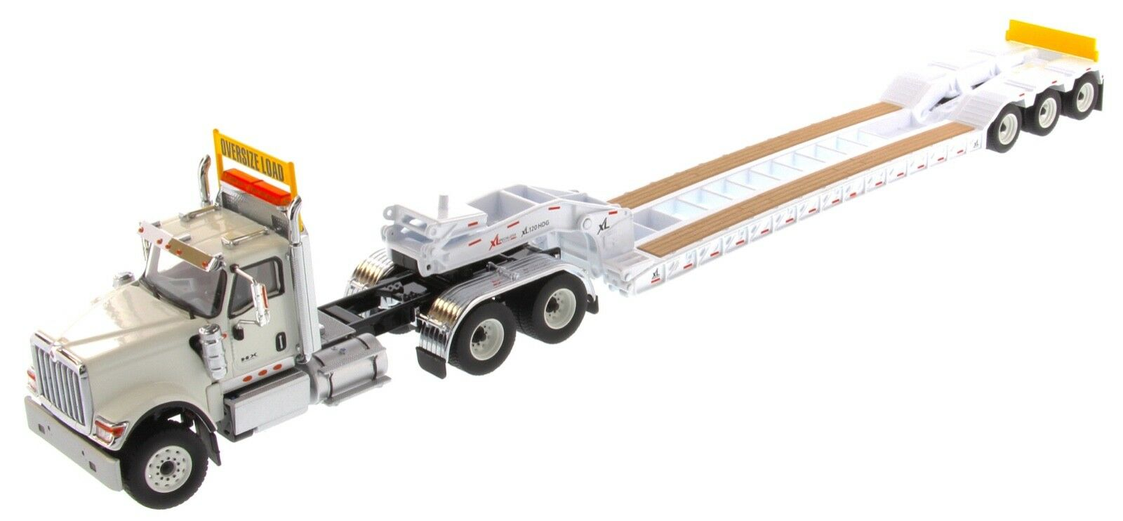 International 1 50  scale blanc HX520 with XL Faible Loader - Diecast Masters 71015  magasin en ligne