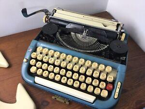 VINTAGE PRINCESS 300 PORTABLE - KELLER & KNAPPICH Typewriter Blue/white German