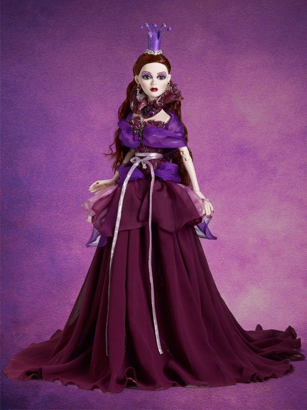 Queen of the púrpura Moon Evangeline Ghastly doll NRFB LE 125 Tonner Convention