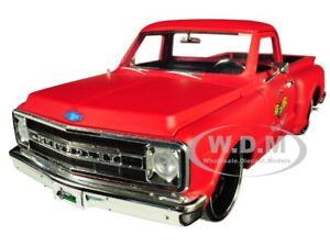 1969-CHEVROLET-C10-STEPSIDE-PICKUP-TRUCK-MATT-RED-034-GARAGE-NUTS-034-1-24-JADA-99322