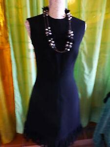 T36-38-superbe-robe-noire-doublee-ceintree-droite-t-b-etat-collier-sautoir