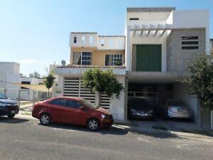 Vendo Casa de 2 niveles en Misión Regina El Pueblito $1,270,000