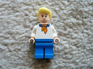 LEGO-Scooby-Doo-Rare-Original-Fred-Jones-Minifig-From-75902-Excellent