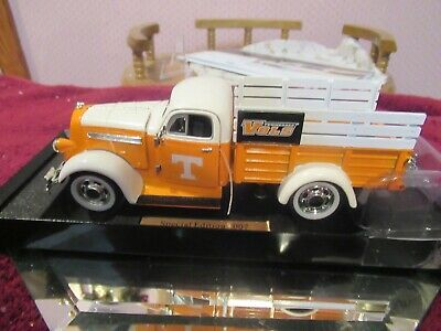 TENN VOLS DIE CAST 1:25 SCALE 1947 DODGE PU LTD NIB MINT-CONDITION non-bank