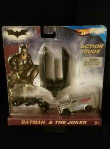 2008-Hot-Wheels-BATMAN-amp-THE-JOKER-Dark-Knight-ACTION-DUOS-with-Car-Launcher