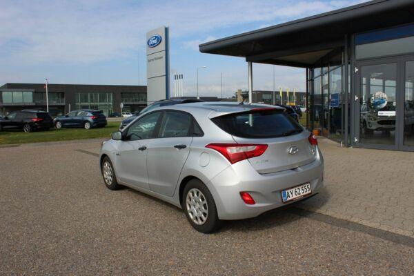 Hyundai i30 1,6 CRDi 110 Comfort Eco - billede 2