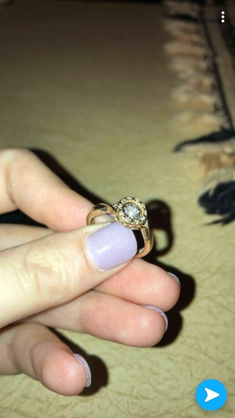 Kay jewelers ring 5 6, only worn once or twice, 10k Diamond ring.Floating Diamod