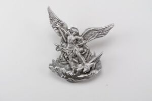 Archangel-Saint-St-Michael-Slaying-Dragon-2-1-2-Inch-Pewter-Visor-Clip