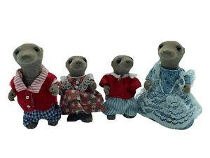Calico-Critters-Sylvanian-Families-Vandyke-Otter-Family-UK-Flair