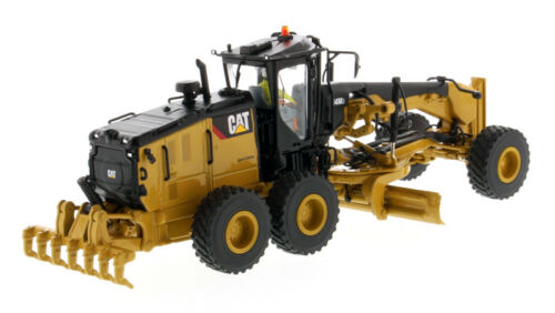 CAT CATERPILLAR 14M3 MOTOR GRADER WITH OPERATOR 1//50 BY DIECAST MASTERS 85545