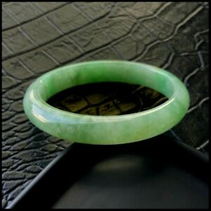 【KOOJADE】Emerald With Green Jadeite Jade Oval shape Bangle《51~53mm》《Grade A》