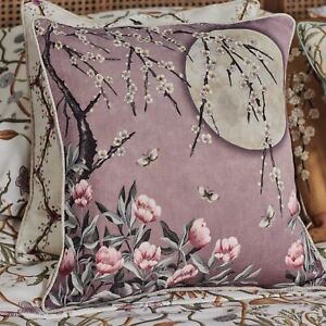 The-Chateau-Lumiere-Lunaire-Coussin-Rose-Dawn-Jardin-Ange-Strawbridge-Design