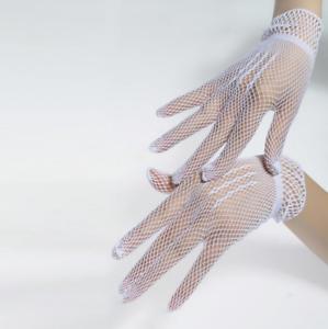 Gants courts blancs en résille chainettes sur le dos de la main pinup rétro glam