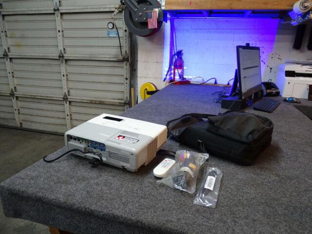 Epson EMP-822 Projector 2600 Lumens w/ Remote, Cables, Bag CRISP CLEAR IMAGE
