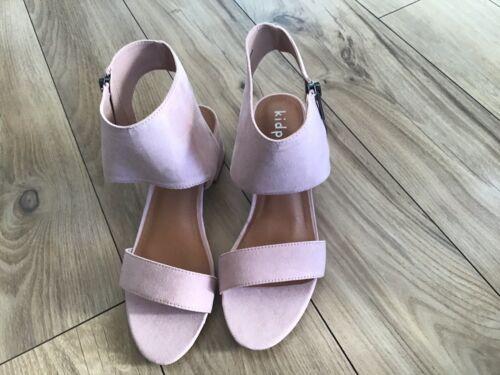 Kid Pik Girls Blush Faux Suede Open Toe Ankle Strap Block Heel Shoe Size 4M NWOB