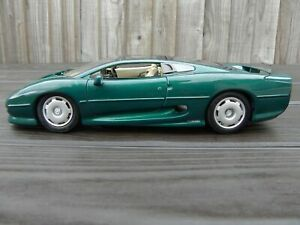 Maisto-1-18-JAGUAR-XJ220-Racing-Green-SPORTS-CAR-DIECAST-ANNI-039-90-piu-veloce-automobile