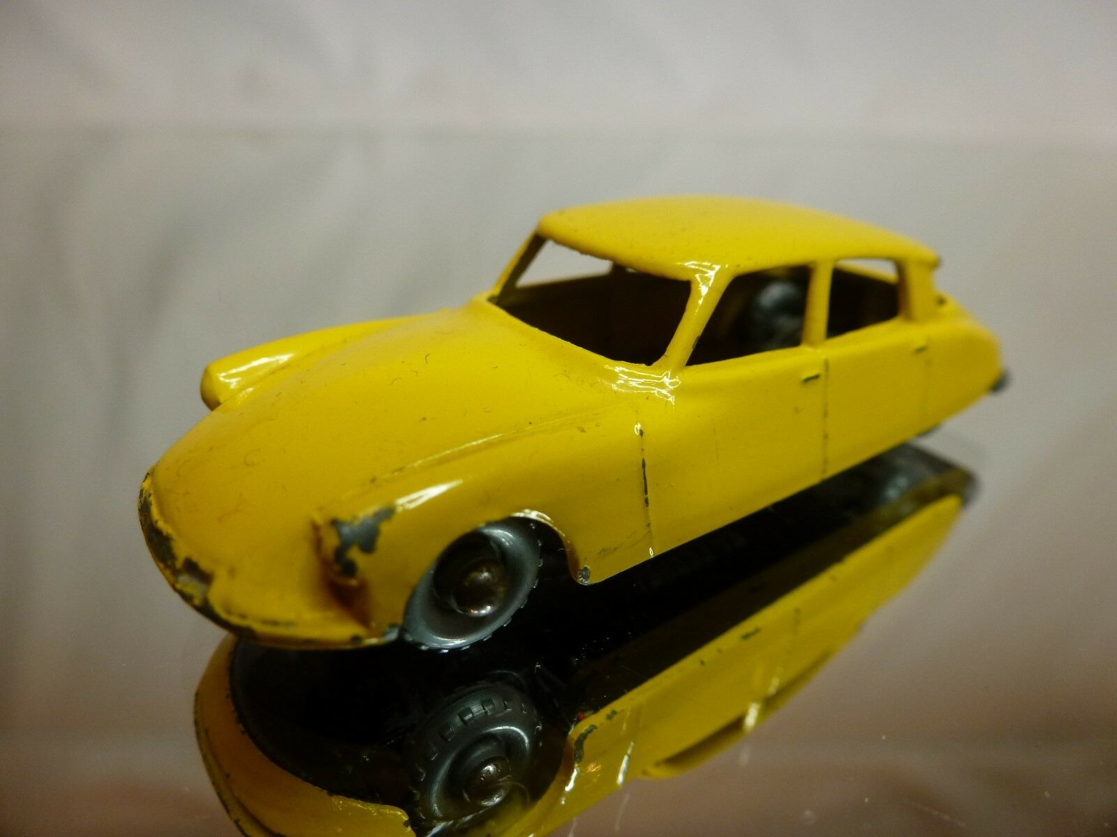 LESNEY MATCHBOX -  CITROEN DS 19  - NO= 66 - GOOD  CONDITION