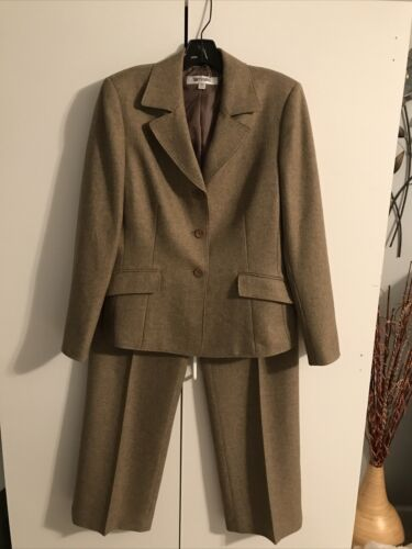 Suit Studio Womens Size 10 Beige Pant Suit A633