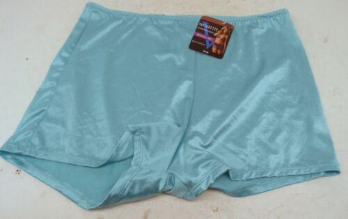 Vassarette Women/'s Undershapers Light Control Boyshorts 42001 Simply Aqua 6//M