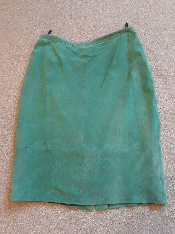 Ladies Elegance Paris Green suede skirt size 18 RRP