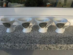 4-TASSES-CAFE-SOUVENIR-ST-PIERRE-LA-MER-Porcelaine-BLANCHE-Application-etain