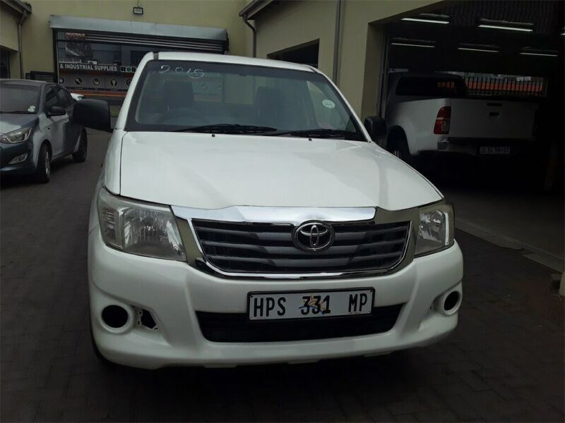 White Toyota Hilux 2.0 VVT-i with 86000km available now!