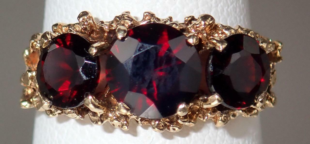 Eye Catching Large Vintage 9K Gold 3 Stone Free F… - image 1