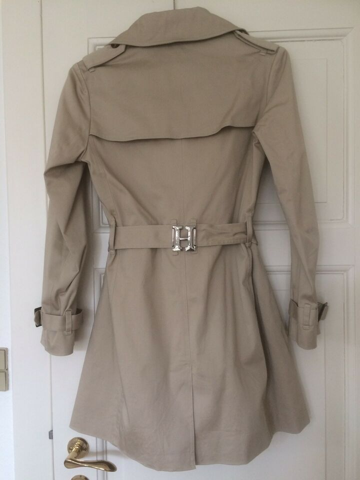 Trenchcoat, str. 38, Haust Collection