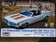 Revell Monogram 1972 Hurst Oldsmobile 442 Indy 500 Pace Car W/ fig Model 1/25