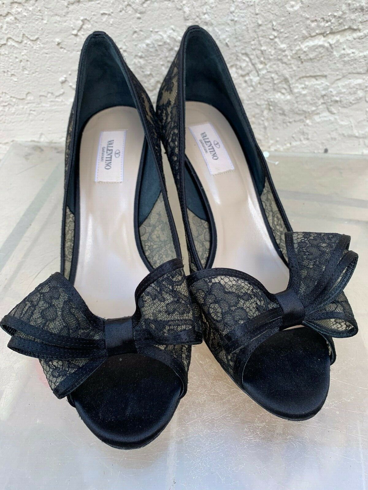 VALENTINO BLACK LACE OPEN TOE PUMPS WITH BOW DETAIL SZ 40