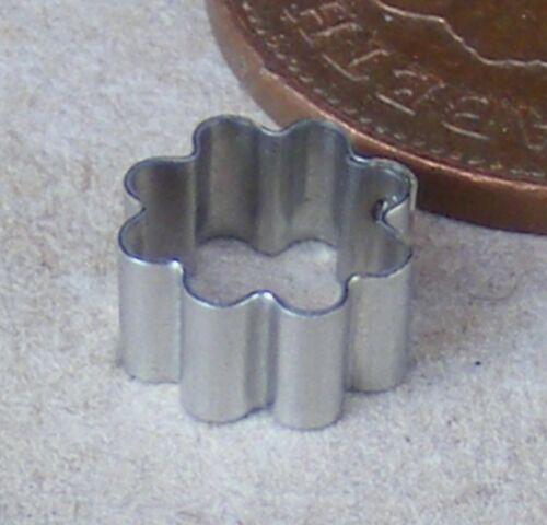0.7cm Cortador de Metal Narciso arcilla tumdee Casa De Muñecas En Miniatura De Flores Accesorios
