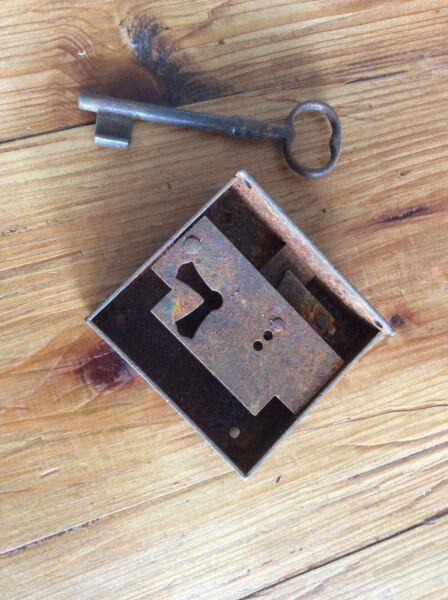 Aggressivo Serratura Antica Con Chiave Ferro Mobile Sportello Cassetti Restauro