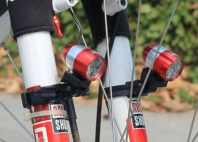 1 Lampada A Led Per Bicicletta Con Supporto Chassis In Alluminio Blu Nero Sport Luce En-mostra Il Titolo Originale