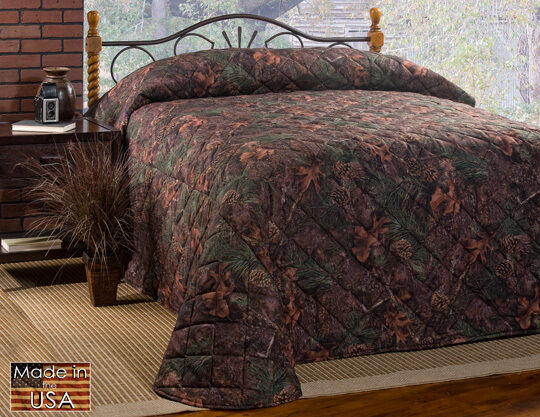 Mixed Pine Cones & Oak Leaves Soft Suede Touch Bedspread Full
