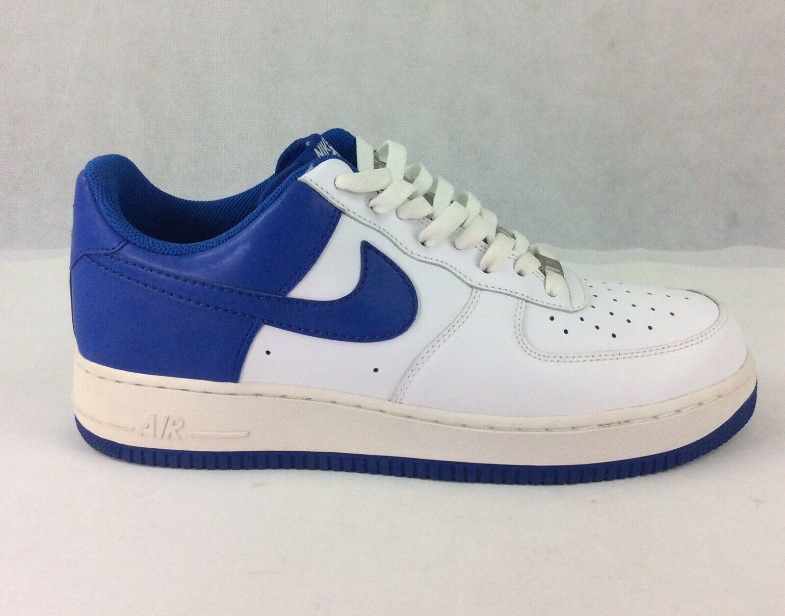 NIKE NIKE NIKE AIR FORCE 1 '07 - WHITE   VARSITY ROYAL LOW TOP BASKETBALL SHOES - SZ 11 6229e0
