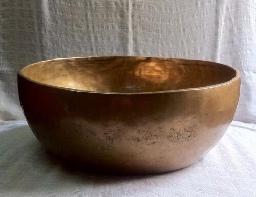 Gehämmerte klangschale 7500g mit Klöppel Hand beaten singing bowl Nepal