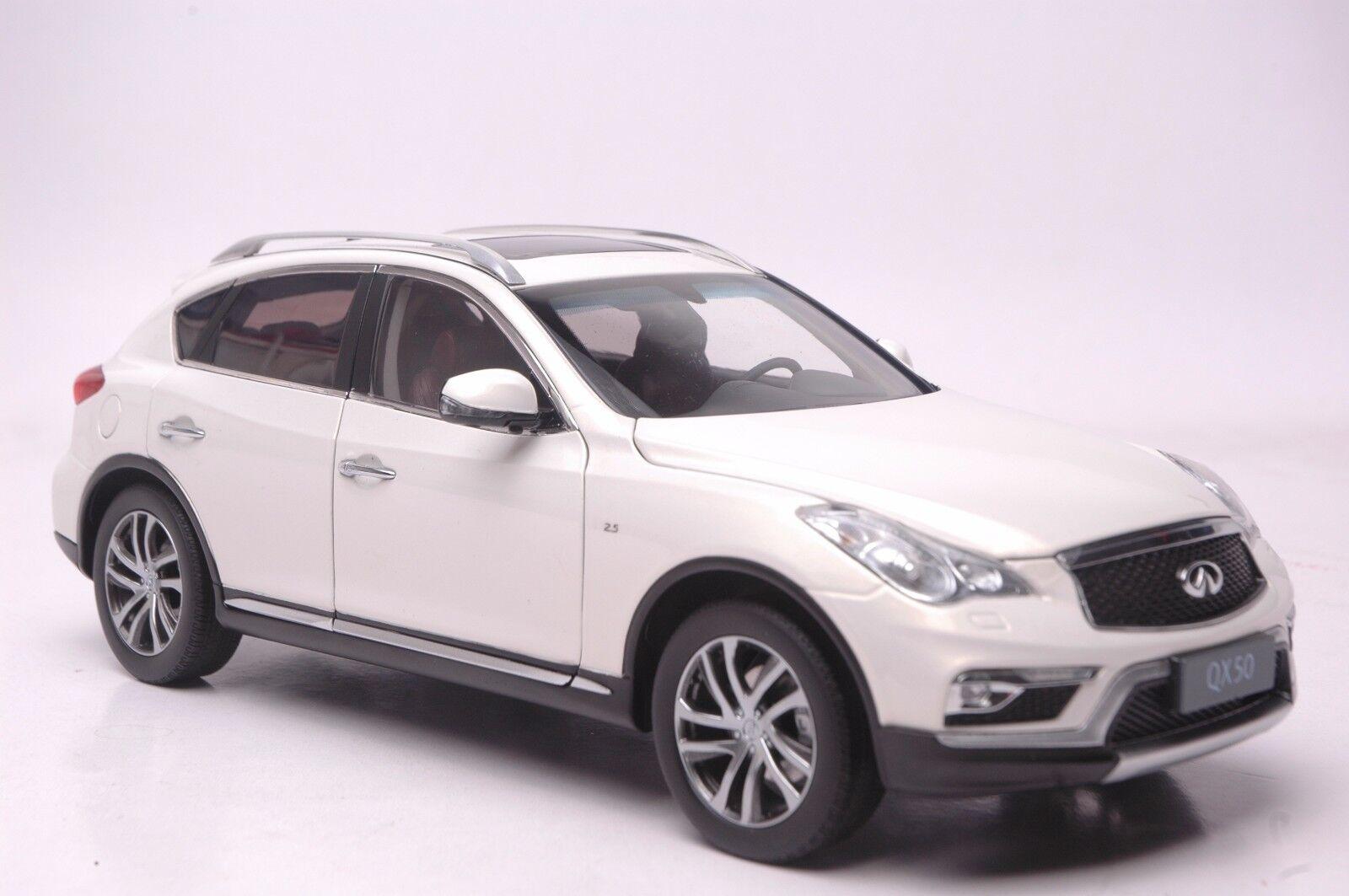 Infiniti QX50 2016 SUV model in scale 1 18 bianca