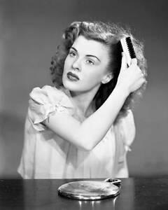 CBS-OLD-TV-RADIO-PHOTO-Peggy-Knudsen-from-the-radio-program-Woman-in-White-2
